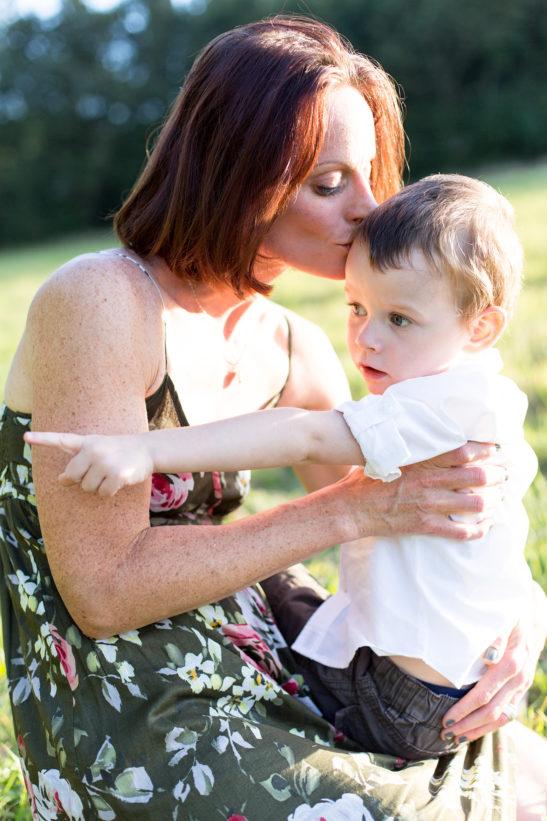 Séance photos de famille en extérieur © Marie Guerre