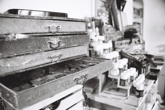 Reportage artisan in situ en noir et blanc © Marie Guerre